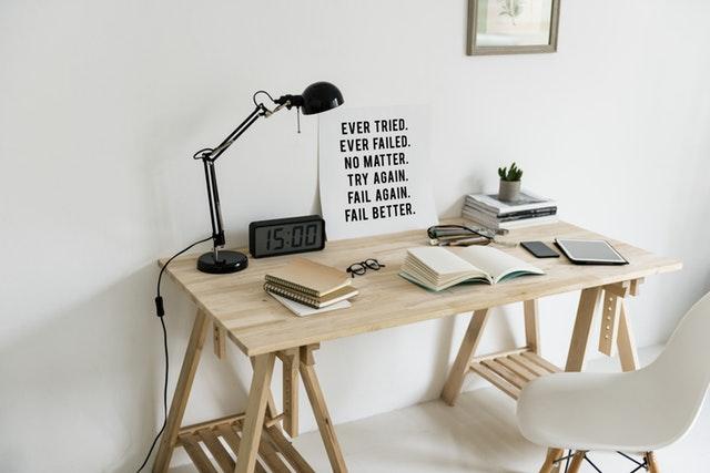stanowisko pracy przy komputerze