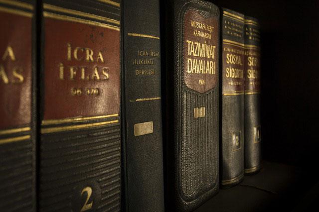 Czy firmie potrzebna jest obsługa prawna?